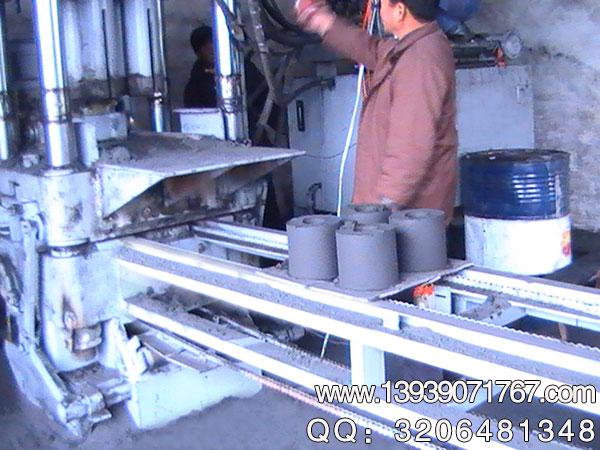 铁精粉压块机